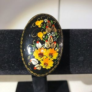 Vintage Russian hand-painted lacquered brooch pin.